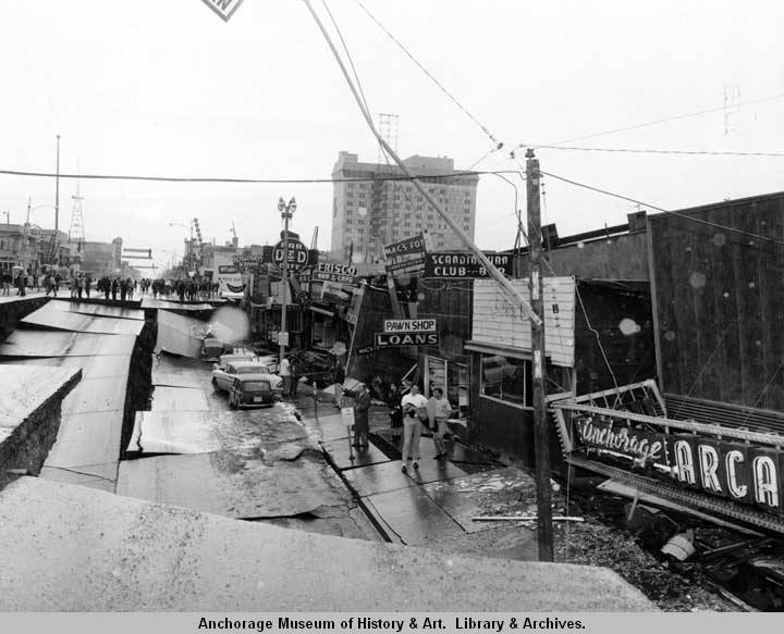 Anchorages_Fourth_Avenue_looking_west_a_few_minutes_after_the_1964_earthquake